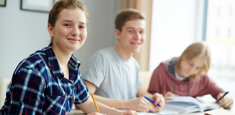 Принят закон о зачислении в одну школу братьев и сестер независимо от их прописки