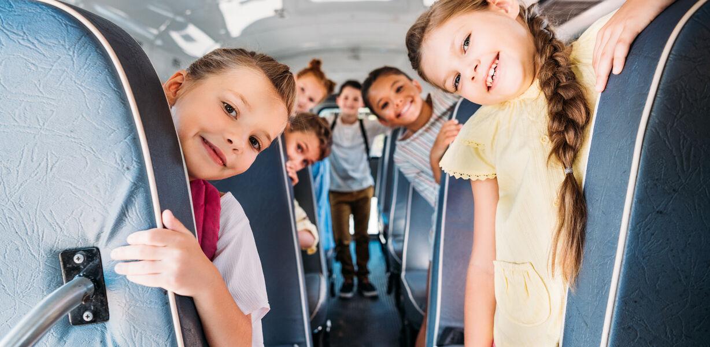 Владимир Путин поручил обновить парк школьных автобусов до 2024 года