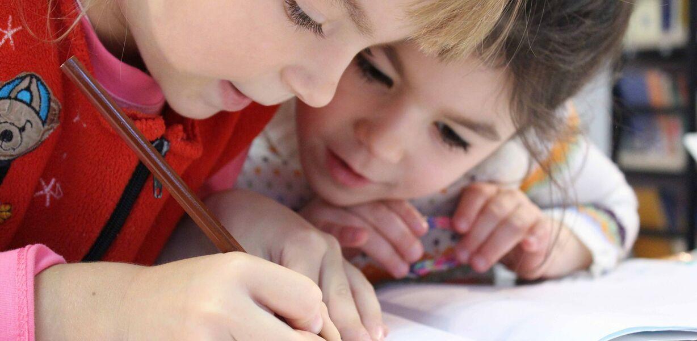 Более половины россиян планируют летом отдать детей на допзанятия