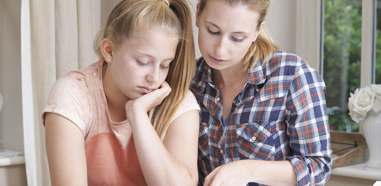 Более половины родителей заявили об отставании школьников от программы