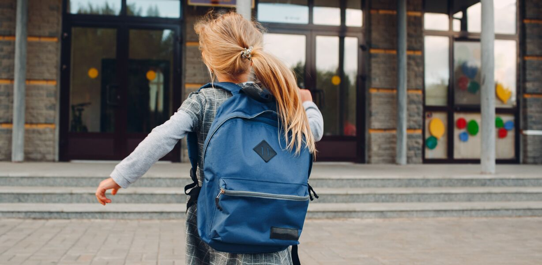Выплаты по десять тысяч рублей на школьников начнутся досрочно