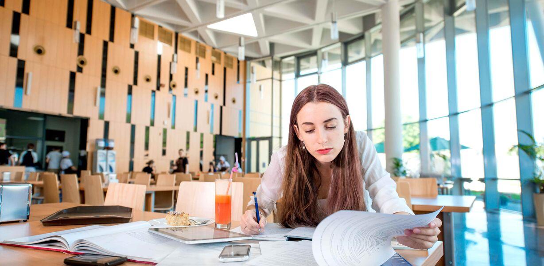 ВШЭ предложила субсидировать стажировки в крупных компаниях для выпускников