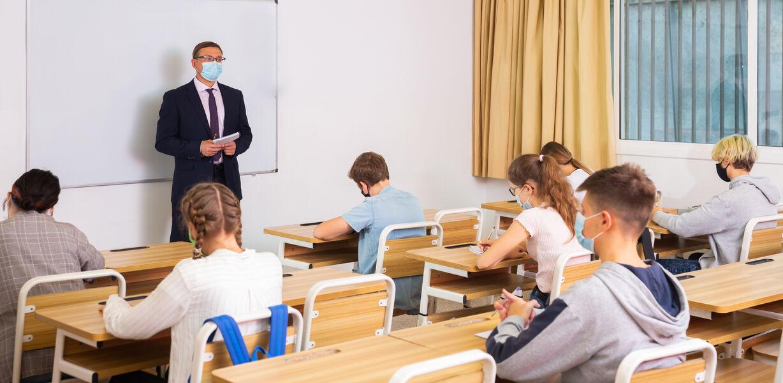 В России предложили страховать здоровье учителей во время пандемии