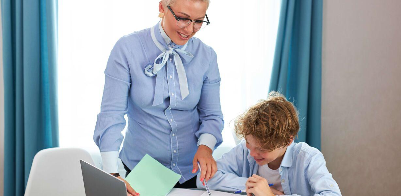 Большинство учителей считают, что поступить на бюджет без репетитора не получится