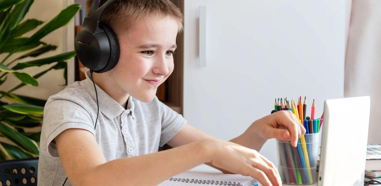 Половину домашних заданий школьников будет проверять ИИ к 2030 году