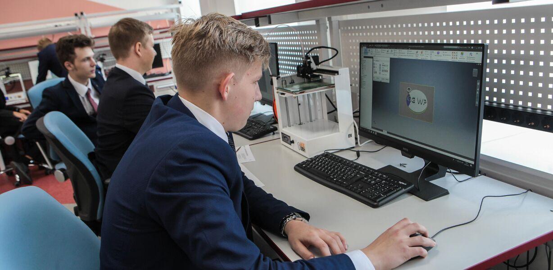 Российских старшеклассников обучат языкам программирования