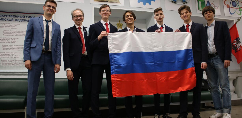 Все члены российской сборной завоевали золото на Международной химической олимпиаде