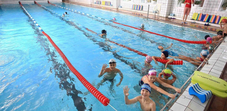 Минпросвещения подготовит программу по обучению детей плаванию к 1 октября