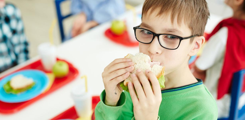 Школьникам рекомендуют питаться пять раз в день