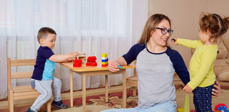 Игры со взрослыми полезнее для развития детей, чем игры со сверстниками