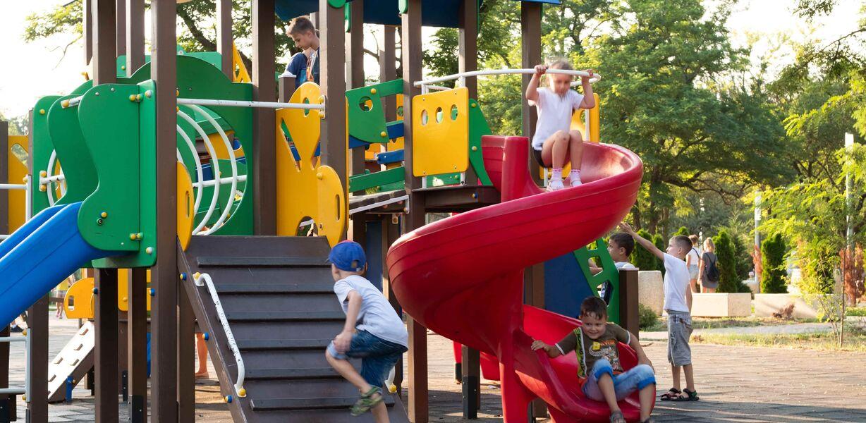 В России составлен рейтинг опасных детских площадок
