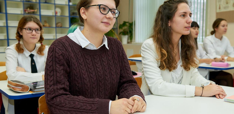В Госдуме предложили разрешить школам и вузам выбирать программы обучения