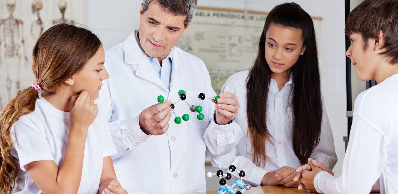 Более половины россиян хотят, чтобы их дети работали в сфере науки